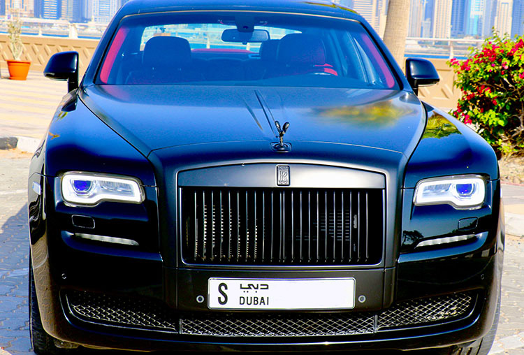 Hire Rolls Royce Ghost with chauffeur Service in Dubai